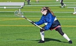 Práctica del lacrosse de las muchachas de la High School secundaria Fotos de archivo