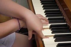 Práctica del piano Fotografía de archivo libre de regalías