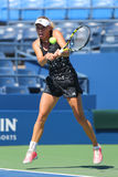 Prácticas profesionales de Caroline Wozniacki del jugador de tenis para el US Open 2014 Imágenes de archivo libres de regalías