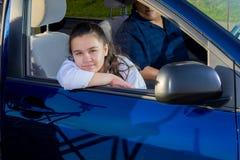 Prática das artes marciais de Drives Daughter To do pai Foto de Stock Royalty Free