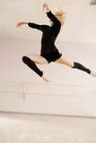 Prática no quarto do aerobics Fotos de Stock