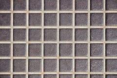 Prägeartige alte Metallbodenbeschaffenheit, Oberfläche in einem Käfig Rostiger Metallboden, industrieller Bodenbelag stockfoto