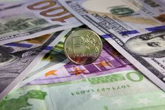 Prägen Sie einen Rubel und den Europäer und USA-Währung Lizenzfreie Stockfotos