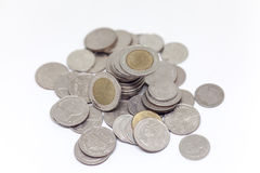 Prägen Sie, thailändische Währung im Hintergrund und lokalisierte Stockbild