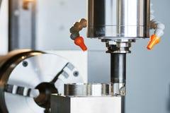 Prägeprozeß auf Präzision CNC-Maschine durch vertikale Mühle Lizenzfreie Stockfotos