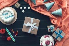 Präsentkarton- und Geburtstagskappen Lizenzfreie Stockfotos