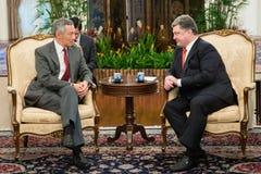Präsident von Ukraine Petro Poroshenko und Premierminister von singen Stockfotos