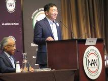 Präsidentschaftsanwärter Andrew Yang und Al Sharpton stockbild