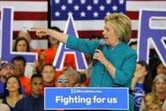 Präsidentschaftsanwärter Hillary Clinton Campaigns in Oxnard, CA a Lizenzfreies Stockbild