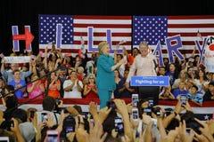 Präsidentschaftsanwärter Hillary Clinton Campaigns in Oxnard, CA a Lizenzfreie Stockbilder