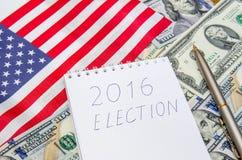 Präsidentschaftswahl mit amerikanischer Flagge und Geld Lizenzfreie Stockfotos