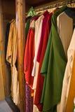 Prästerliga kläder i en kyrka Arkivfoton