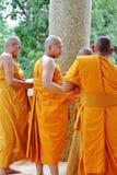 Prästvigningceremonin som ändrar de thailändska unga männen för att vara Royaltyfri Bild