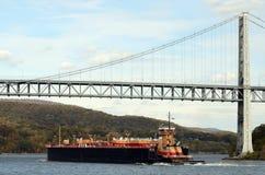 Pråm för bränsleolja på Hudson River Tom Wurl Royaltyfri Fotografi