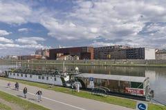 Pråm på den Wstula floden Arkivbild