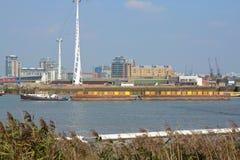Pråm på flodThemsen på Greenwich, London, England Arkivbilder