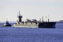 Pråm som skriver in den New Bedford hamnen Royaltyfri Bild