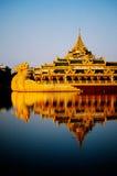 pråmburma myanmar rangoon kunglig person Royaltyfria Foton