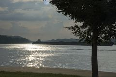 pråmohio flod arkivfoton