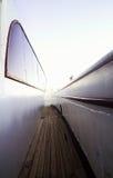 Prång på däcket av yachten i perspektiv royaltyfri foto