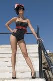 près du femme haut sexy de mer de broche Photographie stock libre de droits