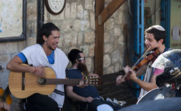 Pré célébration de Shabbat sur une rue Tzfat (Safed) l'israel Image stock