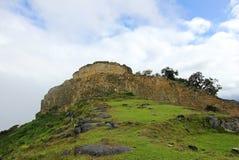 Pré ruine Kuelap d'Inca haut dans les montagnes péruviennes du nord Photos libres de droits