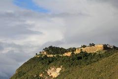 Pré ruine Kuelap d'Inca haut dans les montagnes péruviennes du nord Images stock