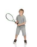 Préadolescent jouant le tennis tenant la raquette images libres de droits