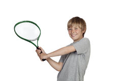Préadolescent jouant le tennis tenant la raquette photographie stock libre de droits