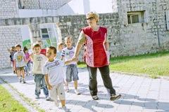 Précepteur de jardin d'enfants Photographie stock libre de droits