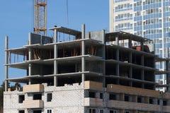 Prédio alto de apartamentos inacabado fotos de stock royalty free