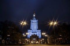 Prédio Centro da cidade da noite de Varsóvia Varsóvia poland Polska palácio da cultura e da ciência imagem de stock royalty free