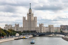 Prédio da terraplenagem de Kotelnicheskaya Fotos de Stock Royalty Free
