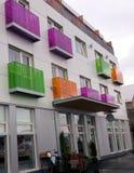 Prédio de apartamentos colorido em ReykjavÃk Islândia fotografia de stock