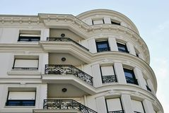 Prédio de apartamentos com balcões Foto de Stock Royalty Free