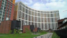 Prédio de apartamentos luxuoso moderno vídeos de arquivo