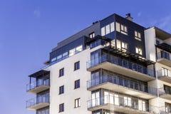 Prédio de apartamentos moderno Fotografia de Stock