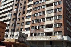 Prédio de apartamentos no distrito financeiro central, Joanesburgo, África do Sul foto de stock royalty free