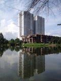 Prédio de apartamentos novo sob a construção Fotografia de Stock