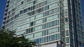 Prédio de apartamentos ou escritórios imagem de stock