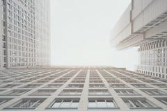 Prédio de apartamentos residencial branco e cinzento contemporâneo do arranha-céus Imagens de Stock Royalty Free