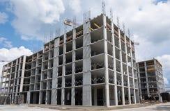Prédio de apartamentos sob a construção Fotos de Stock