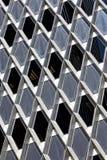 Prédio de escritórios alto bonito exterior com refle Imagens de Stock Royalty Free