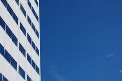 Prédio de escritórios branco Imagem de Stock