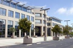 Prédio de escritórios corporativo novo em Califórnia Imagens de Stock
