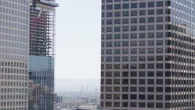Prédio de escritórios de vidro Los Angeles do centro da elevação alta 4K filme