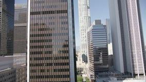 Prédio de escritórios de vidro Los Angeles do centro da elevação alta 4K vídeos de arquivo