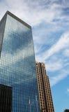 Prédio de escritórios e céu fotografia de stock royalty free