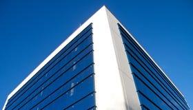 Prédio de escritórios e centro de negócios Fotos de Stock